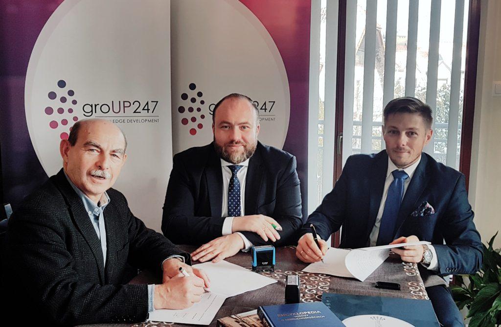 Na zdjęciach, od lewej: Jacek Kolibski - Prezes Europejskiego Instytutu Nieruchomości, Cezary Starzyk i Marcin Chłodnicki - Zarząd groUP247. Foto: RT